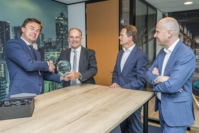 Overhandiging AWVN-trofee Bouwend Nederland 2019