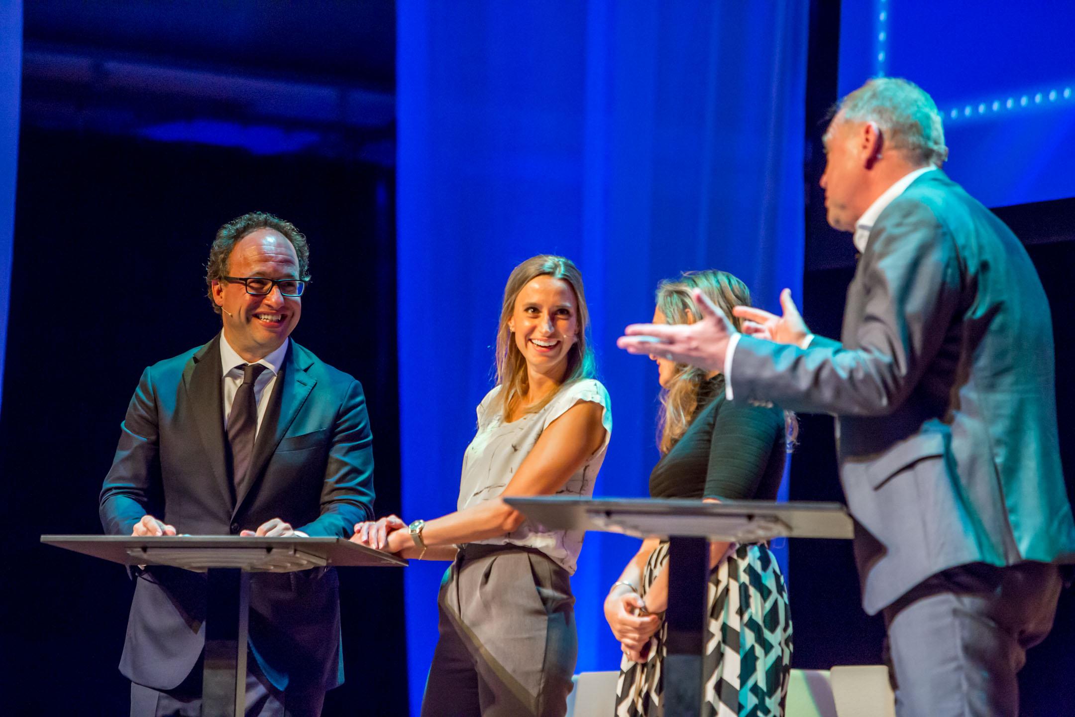 Wouter Koolmees, minister van SZW en Franca van Helvert (Jong AWVN)